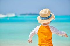 J?hriger Junge des Kleinkindes drei auf Strand lizenzfreie stockfotografie