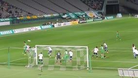 J-liga voetbalwedstrijd in Chofu stock video