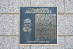 J Thomas Schieffer plakieta przy kuli ziemskiej życia parkiem, Arlington, Teksas Zdjęcie Royalty Free