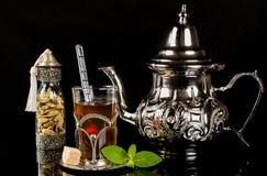 Język arabski nowa herbata i kardamonowi ziarna Fotografia Stock