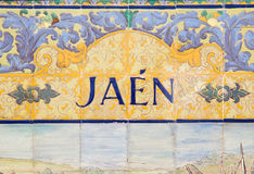 Jaén firma encima una pared del mosaico Foto de archivo libre de regalías