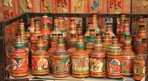 Jałowe szklane butelki obracać w kolorową Ręcznie robiony sztukę Zdjęcie Royalty Free