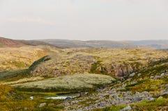 Jałowy krajobraz za Biegunowym okręgiem fotografia stock