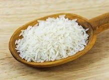 Jaśminowi ryż na łyżce Obrazy Royalty Free