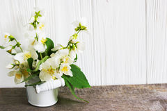 Jaśminowy kwiat na drewnianym stole 2007 pozdrowienia karty szczęśliwych nowego roku Obraz Royalty Free
