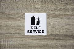 Jaźni usługa znak na drewnianej ścianie Fotografia Royalty Free