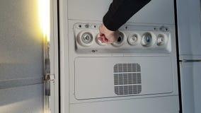 Ja jest ciężki oddychać na samolocie Ręka która dodaje powietrze kabina zbiory