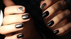 Ja jest eleganckim manicure'em z wzorem czarny kolor Fotografia Royalty Free