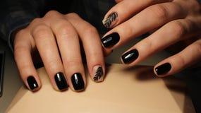 Ja jest eleganckim manicure'em z wzorem czarny kolor Zdjęcia Royalty Free
