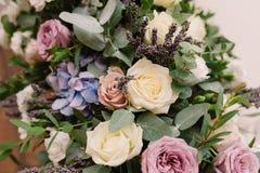 Ja jest mnóstwo pięknymi różami i kwiatami Obraz Royalty Free