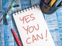Ja kan du, motivational inspirerande citationstecken för affären arkivfoto