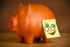 Ja nutowy z smiley twarzą sticked na prosiątko banku Zdjęcie Royalty Free