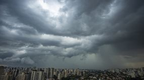 Ja pada bardzo silnego w mieście Sao Paulo zdjęcie royalty free