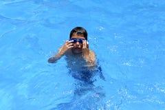 Ja ` s zabawa pływać w pływackim basenie! zdjęcie royalty free
