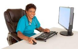 Ja TARGET317_0_ przy Kamerą Amerykanin afrykańskiego pochodzenia Pielęgniarka zdjęcie stock