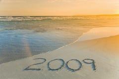 Jaar 2009 geschreven op strand Stock Foto's