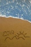 Jaar 2010 geschreven op zand Stock Foto's