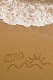 Jaar 2010 geschreven op zand Royalty-vrije Stock Afbeelding