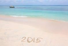 Jaar 2015 aantal op zandig strand wordt geschreven dat Stock Afbeeldingen