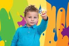 3 jaar de oude van het kindpunt oranje pen Royalty-vrije Stock Afbeeldingen