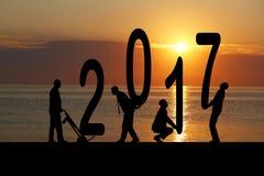 2017 jaar en silhouetmens Stock Afbeeldingen