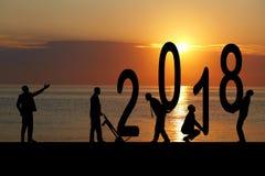 2018 jaar en silhouetmens Royalty-vrije Stock Afbeeldingen