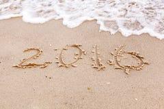 Jaar 2016 op het strand voor achtergrond Stock Afbeeldingen