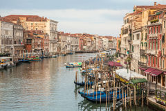 300 jaar oude Venetiaanse paleisvoorgevels van Kanaal Grande Royalty-vrije Stock Fotografie