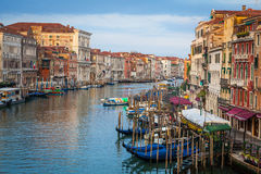 300 jaar oude Venetiaanse paleisvoorgevels van Kanaal Grande Royalty-vrije Stock Afbeeldingen