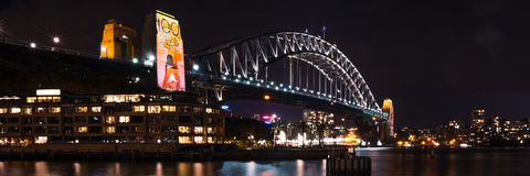 100 jaar van ANZAC commemerated op Sydney Harbour Bridge Stock Afbeeldingen