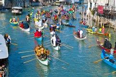 Jaarlijks Carnaval bij de stad van Venetië, Italië