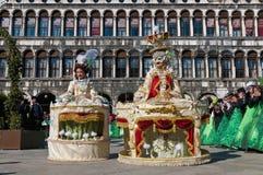Jaarlijks Carnaval dat in Venetië, Italië wordt uitgevoerd Stock Foto's