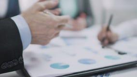 Jaarlijks overzicht van financiële statistieken, internationale handel, grafiekanalyse stock footage