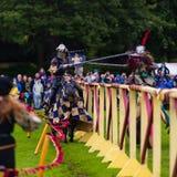 Jaarlijkse Middeleeuwse jousting toernooien bij Linlithgow-paleis, Scotla royalty-vrije stock afbeeldingen
