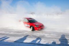 Jabárovsk, Rusia - 17 de enero de 2016: El competir con auto del hielo Fotografía de archivo libre de regalías