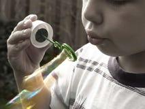 Jabón-burbujas que soplan Imagen de archivo