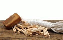 Jabón, clothespins y cuerda Fotos de archivo libres de regalías