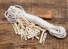 Jabón, clothespins y cuerda Fotos de archivo