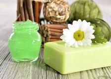 Jabón, crema y sal orgánicos del balneario imagenes de archivo