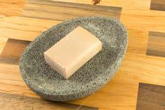 Jabón de la miel en una piedra gris Fotografía de archivo libre de regalías