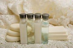 Jabón del champú y de barra en el cordón Imagenes de archivo