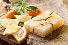 Jabón del limón imagen de archivo libre de regalías