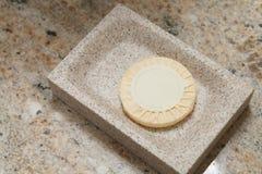 Jabón del regalo en cuarto de baño Fotografía de archivo libre de regalías