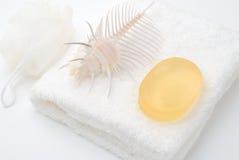 Jabón en la toalla blanca Imagenes de archivo