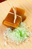 Jabón hecho a mano con la sal del mar Foto de archivo