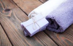 Jabón hecho a mano de la lavanda fotos de archivo libres de regalías