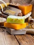 Jabón hecho a mano de la miel Foto de archivo libre de regalías