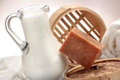 Jabón hecho a mano hecho con leche Imagen de archivo