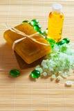 Jabón hecho a mano natural con la sal del mar Imagenes de archivo