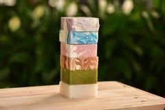 Jabón hecho a mano natural con muchos fragancia imagen de archivo libre de regalías